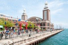 Turyści przy parkiem rozrywki na marynarki wojennej molu, Chicago obraz royalty free