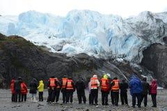 Turyści przy stopą Aguila lodowiec Zdjęcie Stock