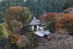 Turyści przy Yoshimine-dera świątynią w jesieni Obraz Royalty Free