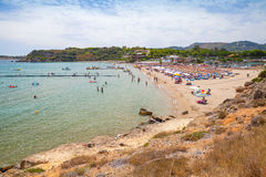 Turyści relaksują na plaży greece Zakynthos Zdjęcie Stock