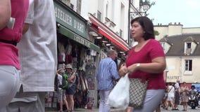 Turyści Robi zakupy pamiątki i Odwiedza Małych sklepy na Paryskich ulicach zbiory