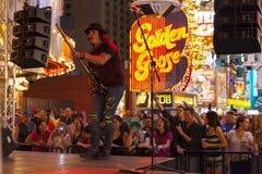 Turyści uczęszczają bezpłatnego koncert w Las Vegas, Czerwiec 21, 2013. Fotografia Stock