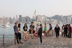 Turyści w Hong Kong nabrzeża deptaku Fotografia Stock