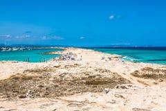 Turyści w Illetes wyrzucać na brzeg Formentera wyspę, morze śródziemnomorskie, Obrazy Stock
