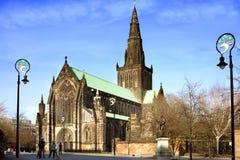 Turyści w katedra kwadracie przed St Mungo katedrą Zdjęcia Royalty Free