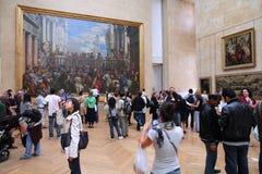 Turyści w Louvre fotografia royalty free