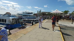Turyści w porcie Bermuda, Bermuda wyspy, północnego atlantyku ocean zbiory wideo