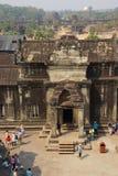 Turyści wchodzić do Angkor Wat Zdjęcia Royalty Free