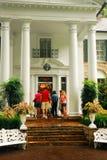 Turyści wchodzić do Graceland fotografia royalty free