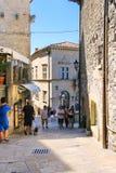 Turyści widzią widoki San Marino Zdjęcia Stock