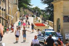 Turyści widzią widoki San Marino Zdjęcie Royalty Free