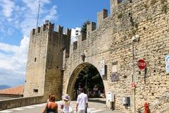 Turyści widzią widoki San Marino Republika San Marin Fotografia Stock