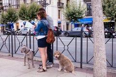 Turyści z mapą na ulicie Fotografia Royalty Free