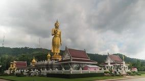 Turyści zbliżają Kapeluszową Yai buddhism świątynię w Tajlandia Kierunek: od Europa Azja zdjęcie wideo