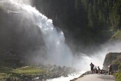 Turyści blisko Krimml siklaw w Austria Obrazy Royalty Free
