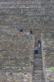Turyści chodzi na schodkach przy Ollantaytambo blisko Cusco, Peru Zdjęcie Stock