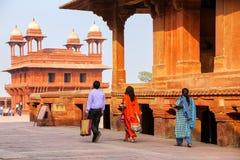 Turyści chodzi w Fatehpur Sikri kompleksie w Uttar Pradesh, Ind Obraz Royalty Free