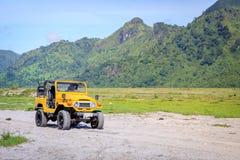 Turyści jedzie na ATV na Aug 27, 2017 w górze Pinatubo, Philip Fotografia Stock