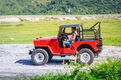 Turyści jedzie na ATV na Aug 27, 2017 w górze Pinatubo, Philip Obraz Stock