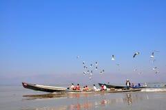 Turyści na Inle jeziorze, Myanmar obraz royalty free
