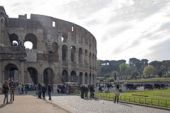 Turyści odwiedza kolosseum Obrazy Stock