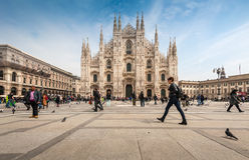 Turyści odwiedza piazza Duomo kwadrat fotografia royalty free