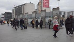 Tury?ci Przy Berli?skiej ?ciany resztkami, wystawa Przy Potsdamer Platz W Berlin zbiory wideo