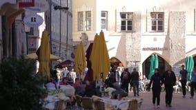 Turyści przy Innsbruck&-x27; s Stary miasteczko zbiory