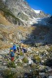 Turyści w Kaukaskich górach Fotografia Royalty Free