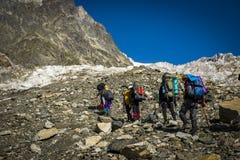 Turyści w Kaukaskich górach Zdjęcia Stock