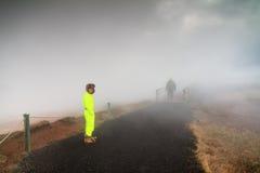 Turyści w mgle Obraz Royalty Free