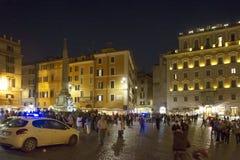 Turyści w piazza della Rotonda panteonie Fotografia Stock