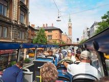 Turyści zwiedza autobusowego Kopenhaga, Dani Obraz Stock