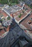 Turyn od wysokiego budynku i cienia duży wierza Fotografia Stock