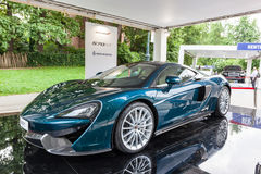 TURYN WŁOCHY, CZERWIEC, - 12, 2016: nowy McLaren 570GT w stojaku Fotografia Stock