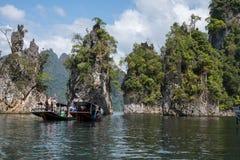 2018-02-01 turystów odwiedza parka narodowego khao soku jeziora tha Obraz Royalty Free