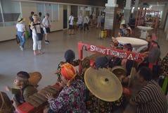 475 turystów Polega na porcie Tanjung Emas w Semarang dostać z statku wycieczkowego Volendam Holenderskiego początku Fotografia Stock