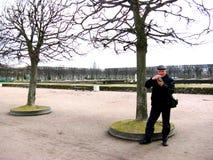 Turysta fotografie Peterhof muzeum Obrazy Royalty Free