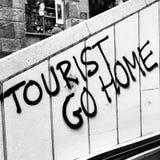 Turysta iść do domu od Barcelona! Zdjęcia Royalty Free