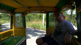 Turysta iść w dżungla safari zbiory