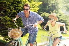 Turysta jeździć na rowerze miasto obrazy royalty free