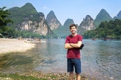 Turysta Li rzeką w Yangshuo, Chiny Fotografia Royalty Free