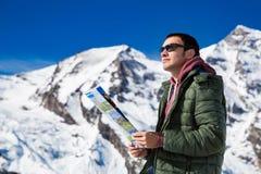 Turysta na tle śnieżne góry Obraz Royalty Free
