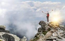 Turysta na wierzchołku halny szczyt Wolność - pojęcie Fotografia Royalty Free