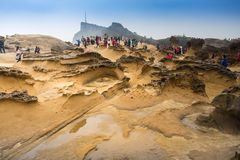 Turysta odwiedza sławnego pieczarki skały krajobraz przy Yelui Geo normą Obraz Royalty Free