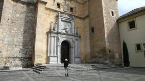 Turysta przy monasterem Granada zbiory wideo