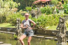 Turysta przy Tirtagangga wody pałac Fotografia Royalty Free