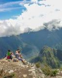 Turysta przy wierzchołkiem Machu Picchu góra Zdjęcia Stock