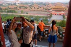 Turysta rodzina turyści Zabranie Fotografię Jaźń fotografia royalty free