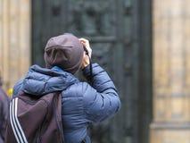 Turysta strzela St Vitus katedrę w Praga kasztelu Zdjęcie Stock